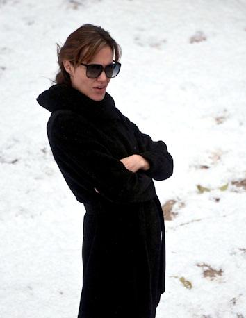 Angelina jolie con los afectados por las inundaciones de el veneto