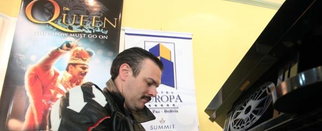 Busetto ensayando para su actuación en La Paz