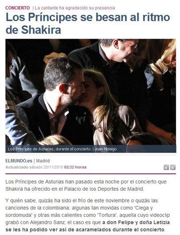 Los Príncipes Felipe y Letizia se besan en el concierto de Shakira