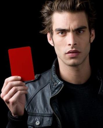 Jon Kortajarena saca tarjeta roja