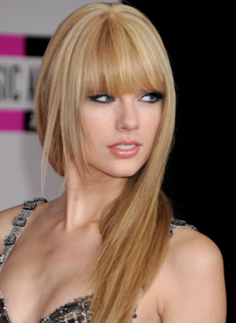 Taylor Swift con flequillo