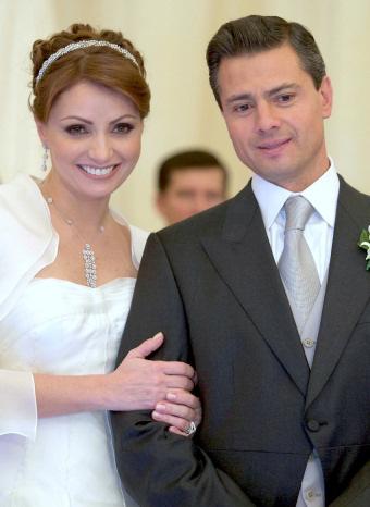 Enrique Nieto y Angélica Rivero el día de su boda