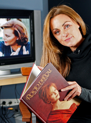 Carmen morales rinde homenaje a rocio durcal