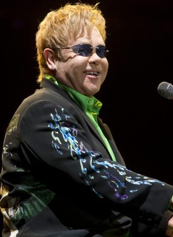 Elton John dirige un homenaje en el Día Mundial contra el Sida
