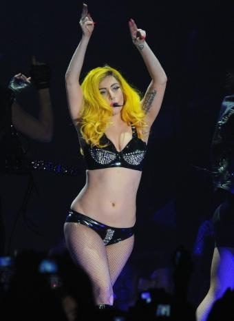 Lady Gaga durante un concierto en los MTV Awards