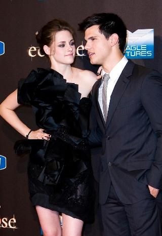 Kristen Stewart y Taylor Lautner en la presentación de