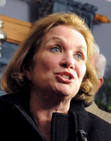 Elizabeth Edwards, esposa de John Edwards, está en fase terminal de cáncer de mama