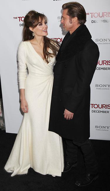 Brad Pitt y Angelina Jolie han acallado los rumores de separación apareciendo muy acaramelados en el estreno en Nueva York de The Tourist