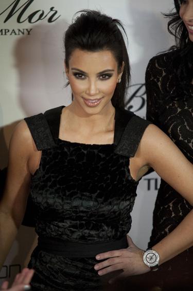 Kim Kardashian vuelve a Twitter y Facebook después de la muerte digital The Digital Death