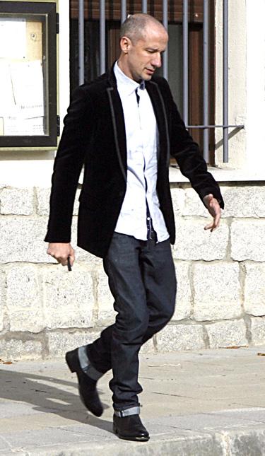 Felipe Varela  diseñador favorito de la Princesa Letizia Ortiz a la salida del Ayuntamiento donde se ha casado con su novio