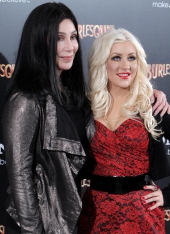 Cher y Christina Aguilera, protagonistas del musical, posan juntas