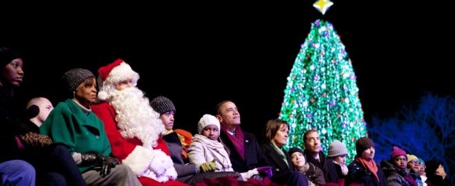 La familia Obama durante el tradicional acto navideño