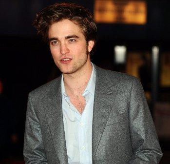 Robert Pattinson se subasta por una buena causa