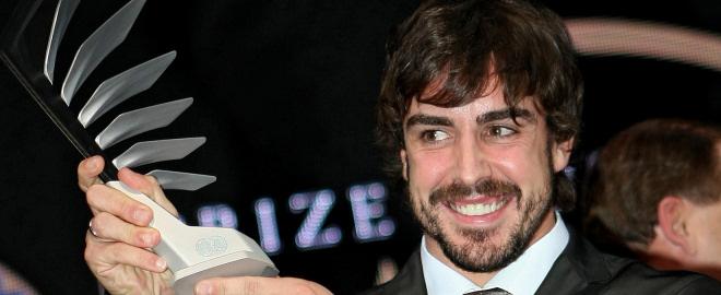 Fernando alonso recoge el premio fia 2010