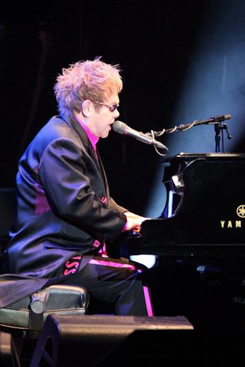 Elton john y su adiccion a las drogas