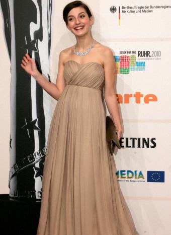 María Valverde con vestido largo