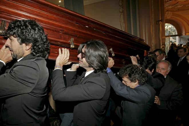 Alejandro Sanz, Paco de Lucia, Joaquín Sabina, entre otros, despiden a Enrique Morente que será enterrado en Granada el miércoles por la tarde
