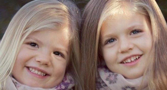 Las Infantas Leonor y Sofía, sin Letizia ni el Príncipe, son las protagonistas de la felicitación de Navidad de los Príncipes de Asturias