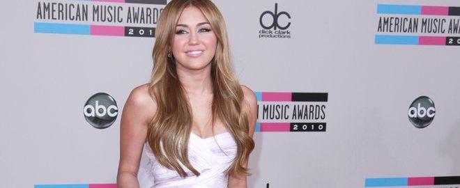Desnudos, salvia, cerveza y acoso escolar, ¿el principio del fin de Miley Cyrus?