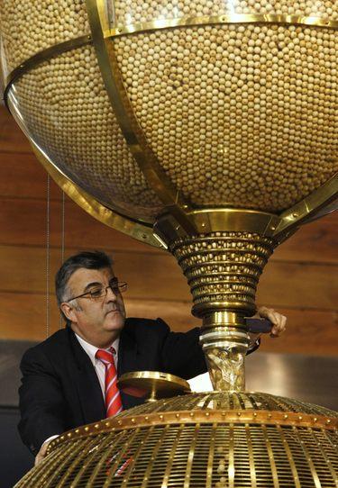 los números de la suerte: La suerte de la Lotería de Navidad 2010 se la encomendamos a Iniesta y 'La Roja'