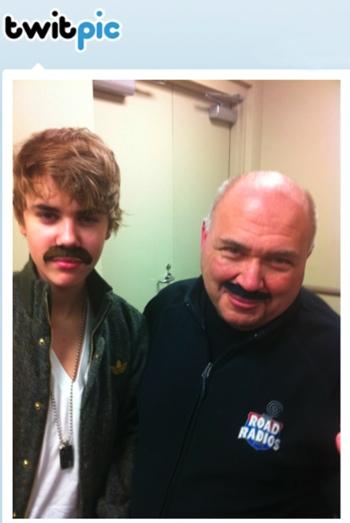 Justin Bieber con bigote