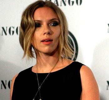 Scarlett Johansson y Ryan Reynolds presentan los papeles de divorcio