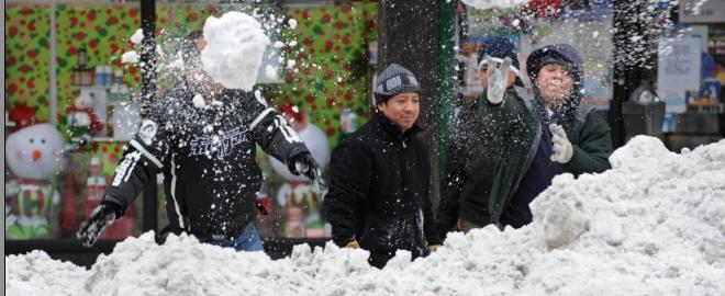 Los neoyorquinos se divierten con la nieve