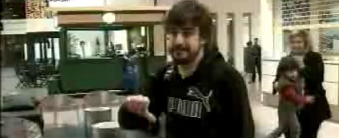 momento en el que Fernando Alonso se encara con la prensa