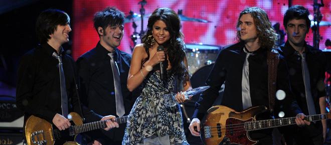 Selena Gomez gana a Justin Bieber
