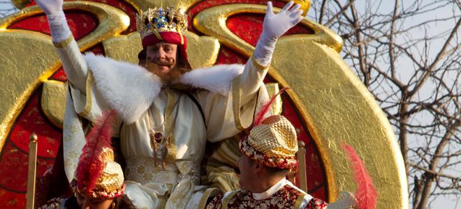 Cayetano Martínez de Irujo y Fran Rivera, protagonistas de la Cabalgata de Reyes 2011 de Sevilla