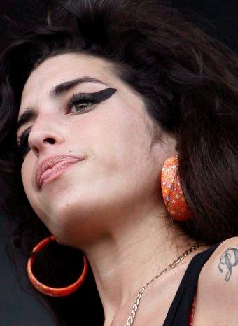Amy Winehouse regresa tras cuatro años
