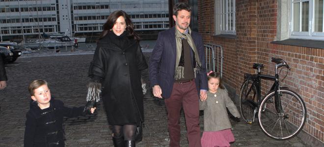 Mary Donaldson y Federico de Dinamarca, padres de gemelos, un niño y una niña