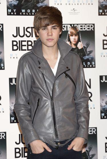 Justin Bieber recibe una bronca de su madre por su supuesto beso con Selena Gomez