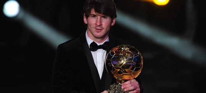 Leo Messi, FIFA Balón de Oro 2010, vence a Ándres Iniesta y Xavi