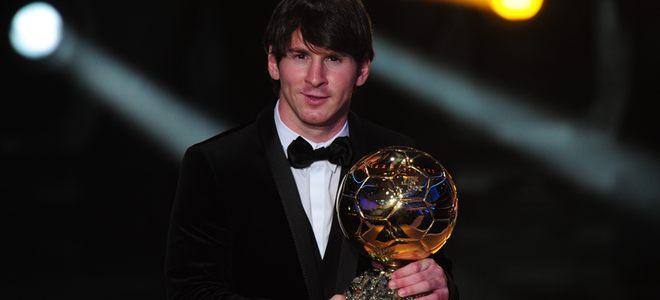 Leo Messi, con el FIFA Balón de Oro 2010, pero sin su novia Antonella Roccuzzo
