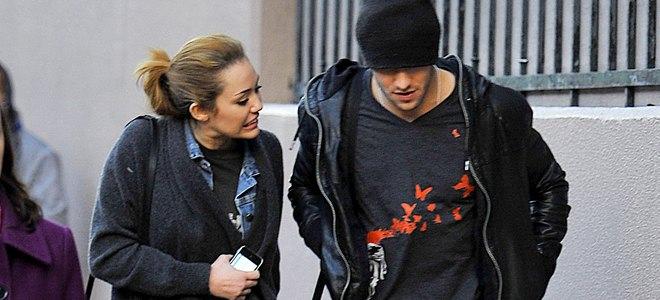 Miley Cyrus olvida a Hannah Montana paseando con el ex de Amy Winehouse