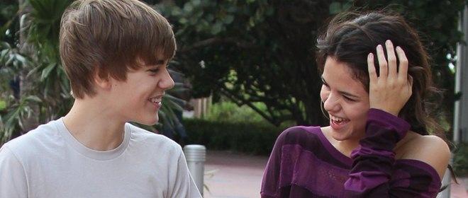 Selena Gomez, que podría irse de gira junto a Justin Bieber, pillada en 'topless'