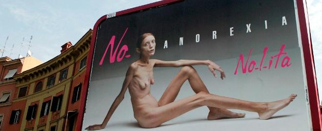 La madre de la modelo anoréxica Isabelle Caro, se suicida al sentirse culpable de la muerte de su hija
