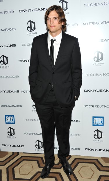 Ashton Kutcher levanta pasiones en el estreno de 'Sin compromiso' en Nueva York