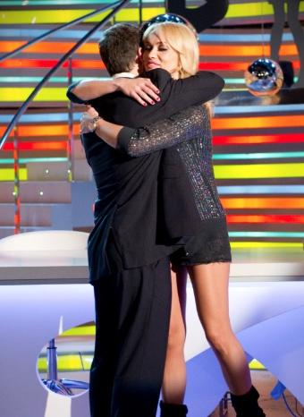 Emotivo abrazo de Patricia Conde y Ángel Martín