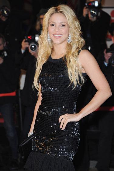 Shakira reaparece así de guapa en los NRJ Music Awards 2011 después de los rumores de noviazgo con Gerard Piqué