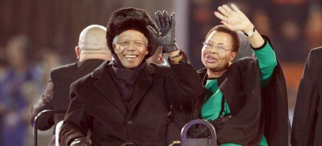 Nelson Mandela permanece hospitalizado tras realizarse unos chequeos rutinarios