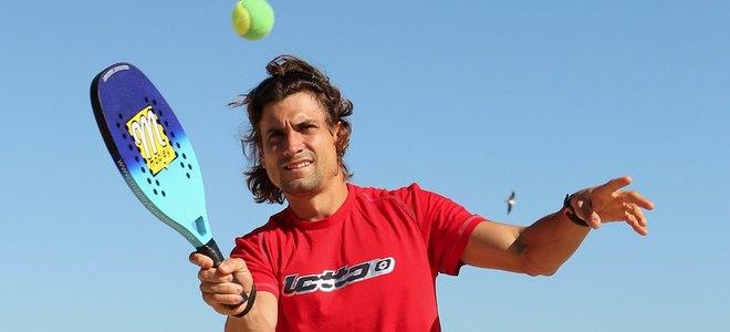 David Ferrer celebra su victoria frente a Rafal Nadal luciendo cuerpo en la playa