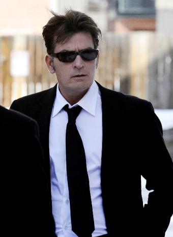 Charlie Sheen ingresado de urgencia tras una juerga