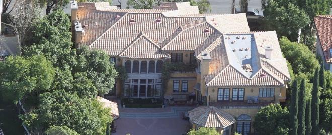 La mansión deonde Charlie Sheen celebra sus fiestas