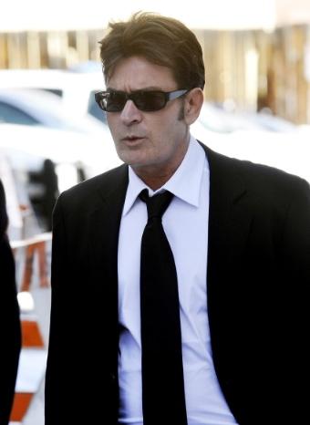 Charlie Sheen ingresa en rehabilitación