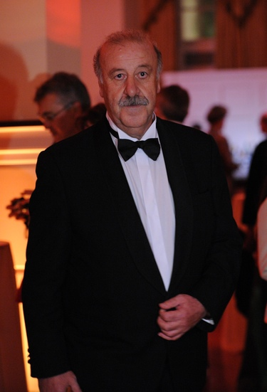 El Rey convierte en marqueses a Vicente del Bosque y a Vargas Llosa