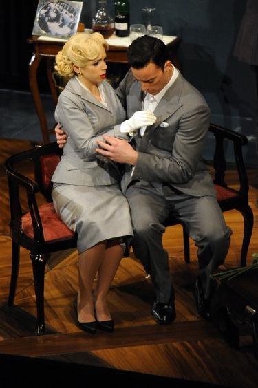 Gran éxito de Elena Furiase en su debut en el teatro con 'Crimen perfecto'