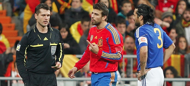 'La Roja' vence a Colombia, cuya afición aclamó a Piqué