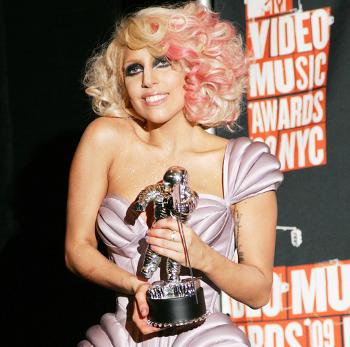 El hermano de Madonna ataca a Lady Gaga tras el estreno de 'Born this way'